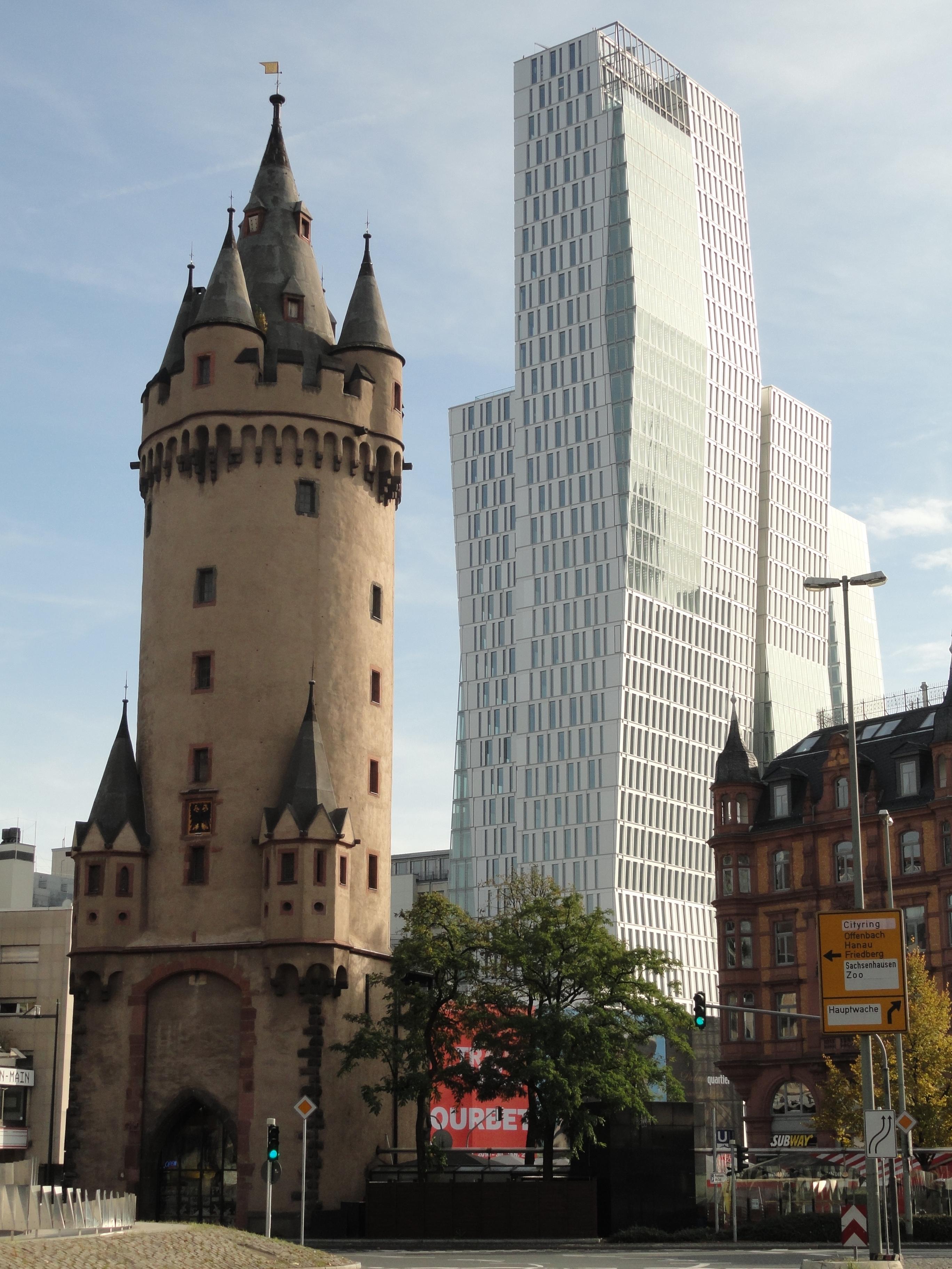 Eschenheimer Turm und Palais Quartier in Frankfurt am Main