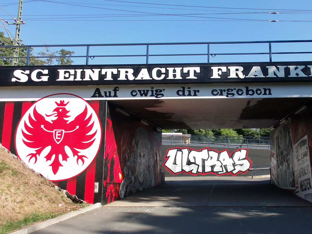 eintracht-frankfurt-graffiti-gleisdreieck