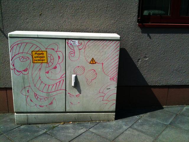 stromkasten-in-lila-01