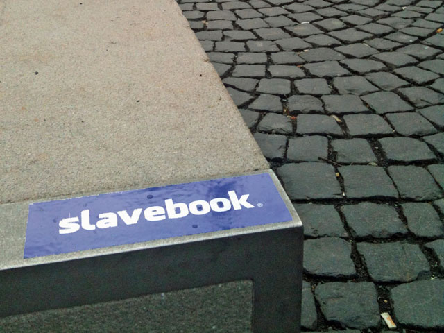 slavebook-sticker-in-frankfurt