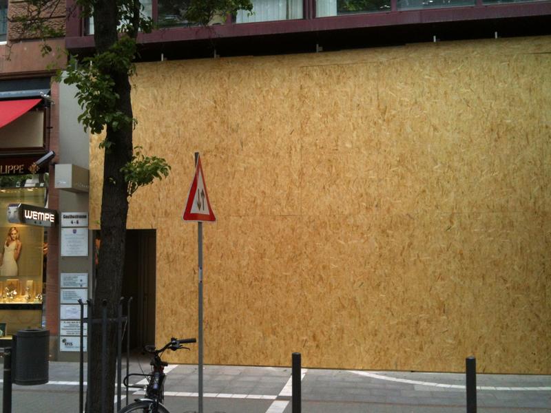 Gothestraße in Frankfurt schützt sich Blockupy