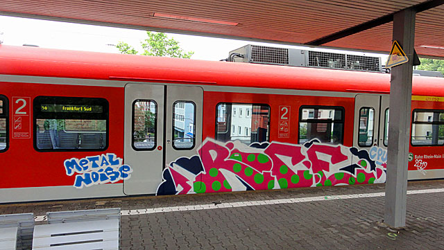 Rice-Metal-Noise-Graffiti-on-Trains-in-Frankfurt