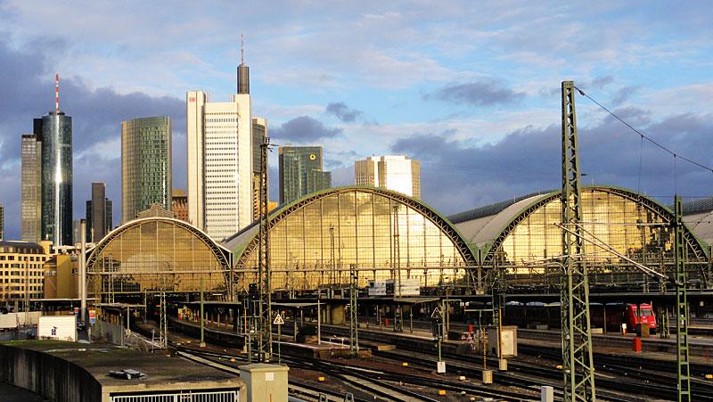 hauptbahnhof-frankfurt-gleise-schienen-und-züge-3