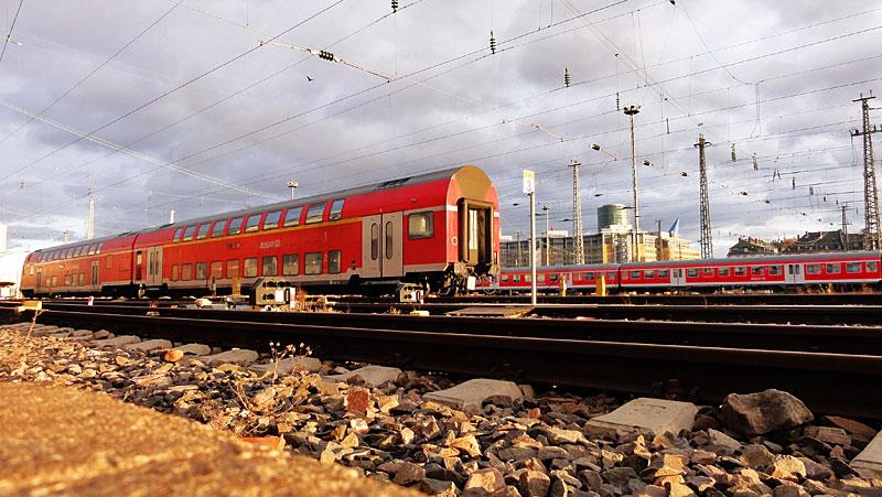 hauptbahnhof-frankfurt-gleise-schienen-und-züge-4