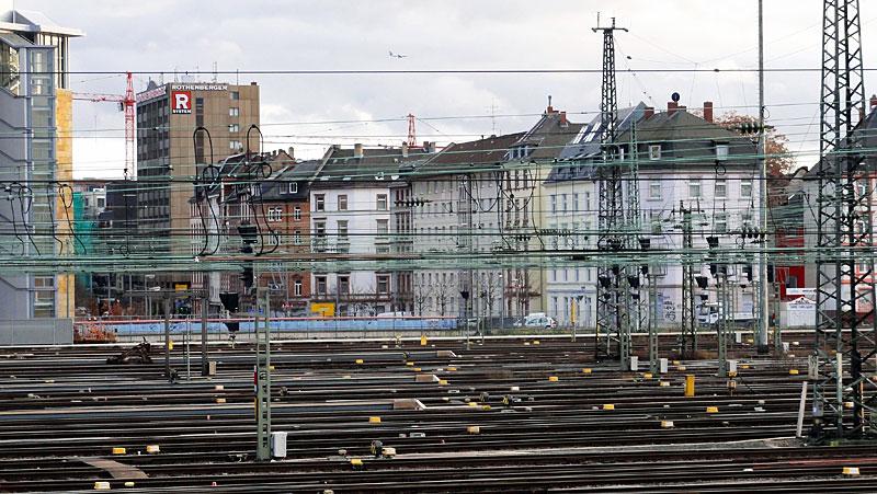 hauptbahnhof-frankfurt-gleise-schienen-und-züge-5
