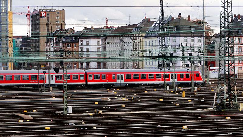 hauptbahnhof-frankfurt-gleise-schienen-und-züge-6