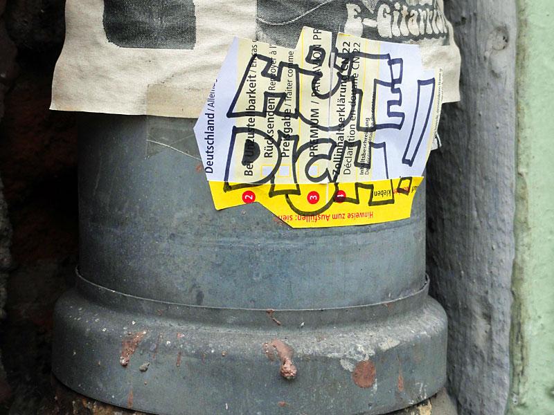 paketkarten-sticker-streetart-frankfurt-04