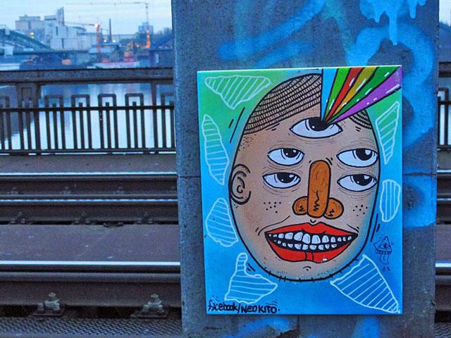 streetart-mit-facebook-hinweis-auf-der-deutschherrnbrc3bccke-von-neo-kito