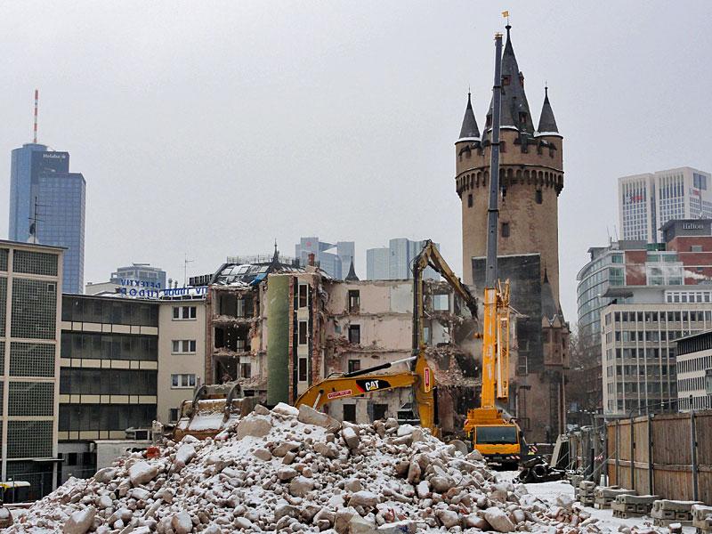 abbrucharbeiten-vor-dem-eschenheimer-turm