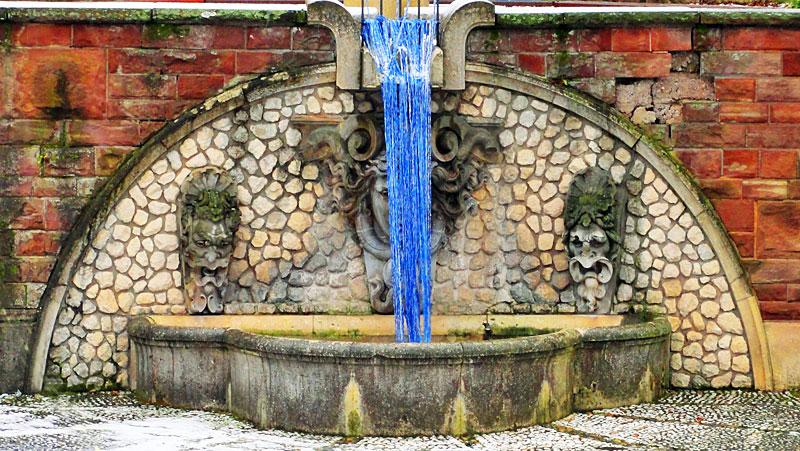 strickguerilla-brunnenwasser-tiefgarten-eschenheimer-anlage