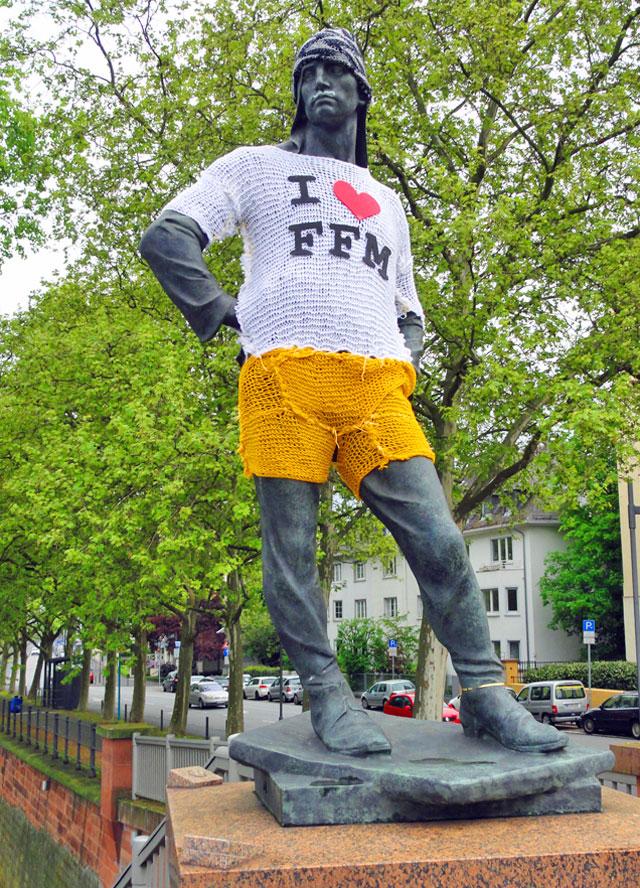 i-love-ffm-skulptur-friedensbrücke
