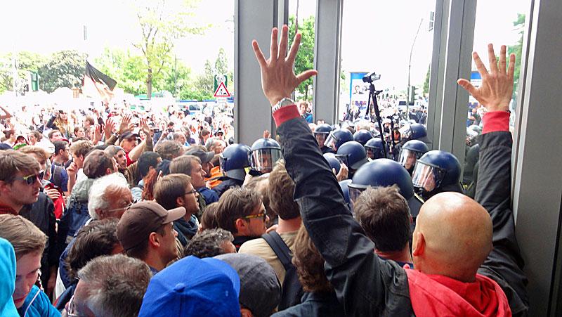 blockupy-frankfurt-2013-friedliche-demonstranten