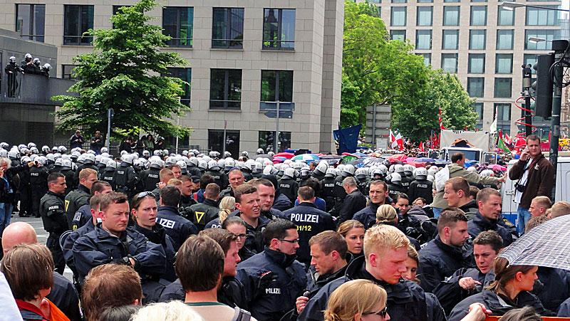 blockupy-frankfurt-2013-haufenweise-polizei