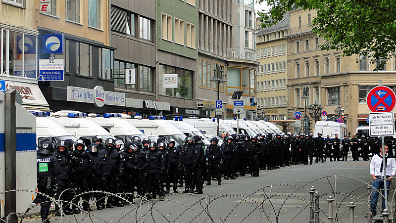 blockupy-frankfurt-2013-polizei-willy-brandt-platz