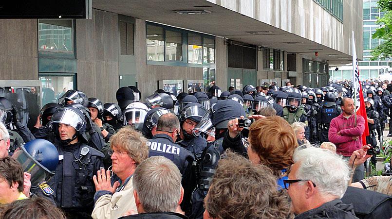 blockupy-frankfurt-2013-polizeipräsenz