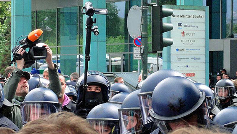 blockupy-frankfurt-2013-vermummungsverbot-polizei-filmt