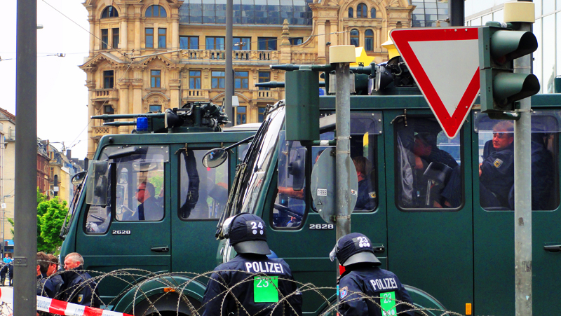 blockupy frankfurt 2013 wasserwerfer