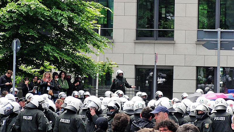 polizeipäsenz-neue-mainzer-strasse-blockupy-frankfurt2013