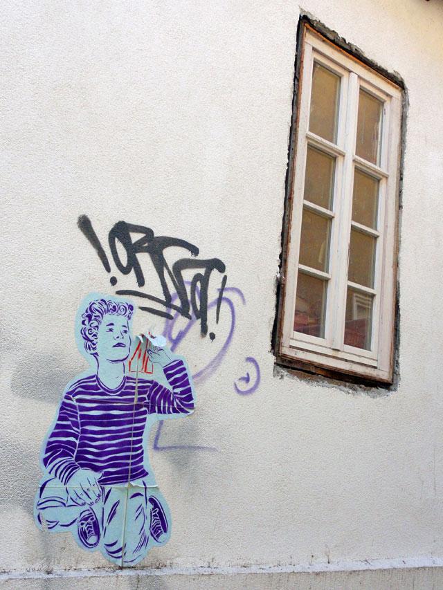 streetart-marbung-junge-mit-papierflieger