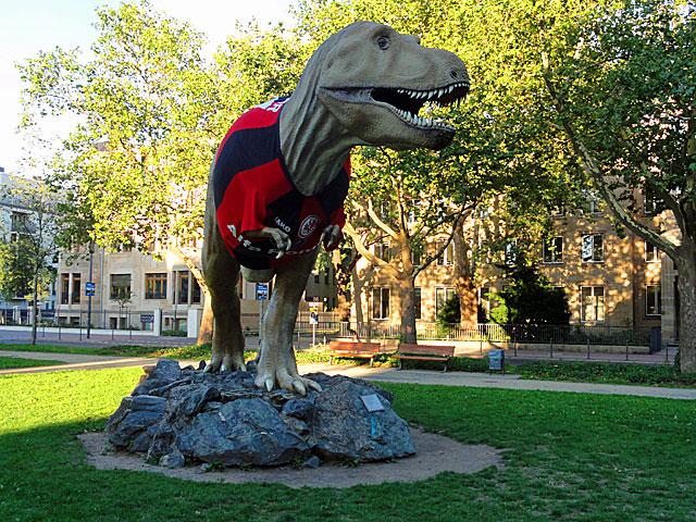 eintracht-frankfurt-trikot-dinosaurier-senckenberg-3-copyright-beachten