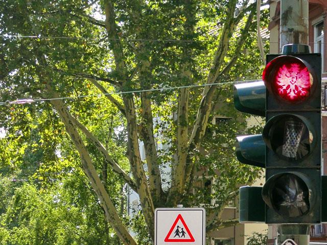 ampel-in-frankfurt-rot-phase-eintracht-frankfurt-copyright-beachten