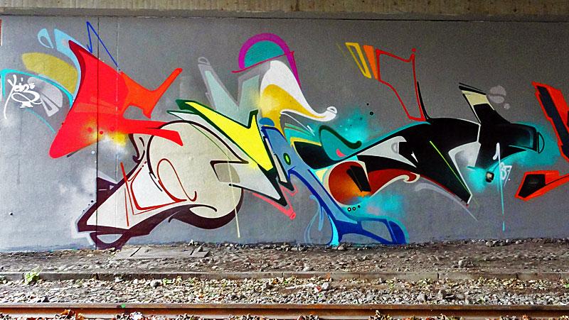 Graffiti-Dreierlei von der Friedensbrücke