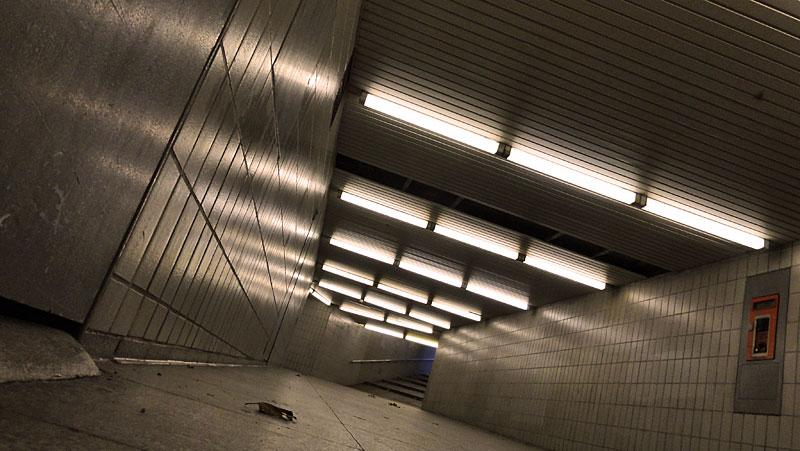 U-Bahn-Station Miquel-/Adickesallee in Frankfurt - Foto 5