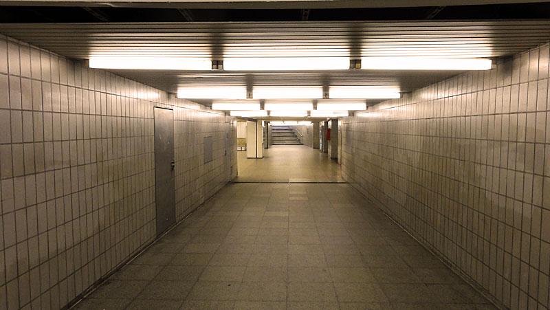 U-Bahn-Station Miquel-/Adickesallee in Frankfurt - Foto 8