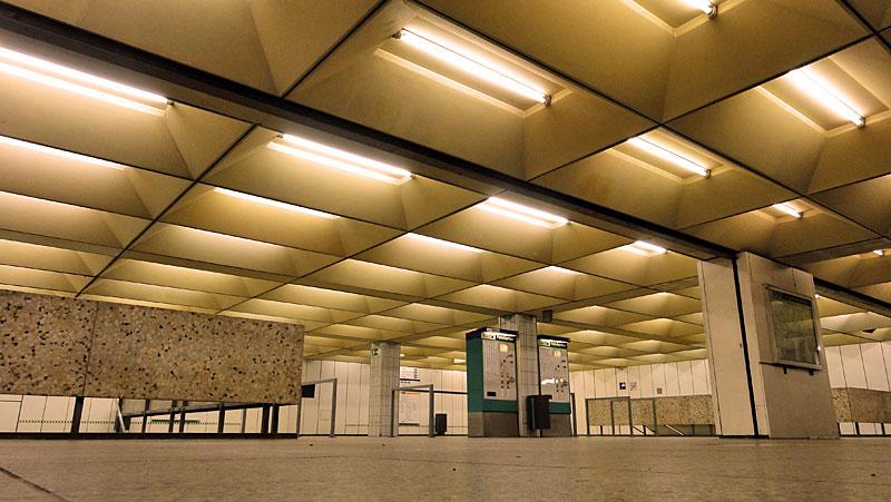 U-Bahn-Station Miquel-/Adickesallee in Frankfurt - Foto 1