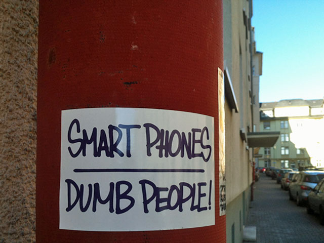 smart-phones-dumb-people-bornheim-2-copyright-beachtenjpg