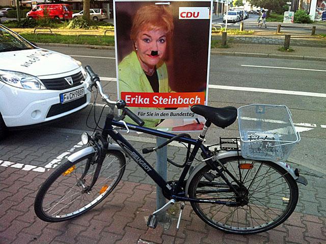 wahlplakat-erika-steinbach-moustache