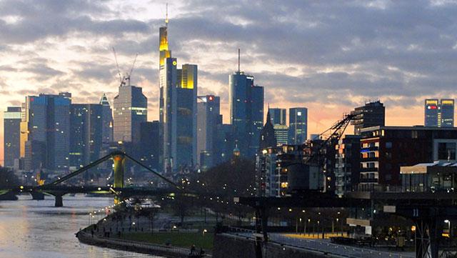blick-auf-die-skyline-von-frankfurt-ost