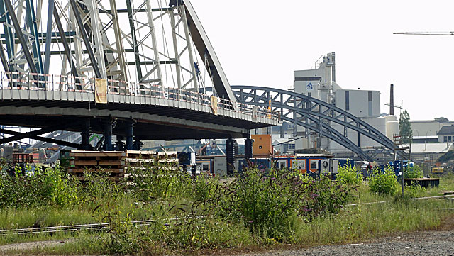 einschwimmen-der-osthafenbrücke-002