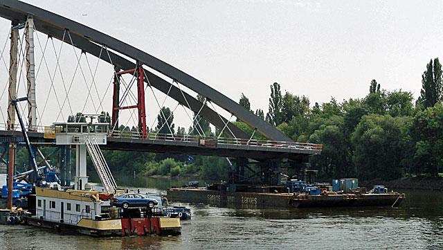 einschwimmen-der-osthafenbrücke-003