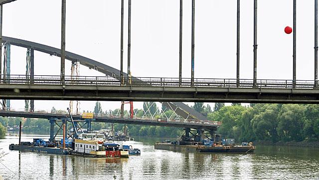 einschwimmen-der-osthafenbrücke-005