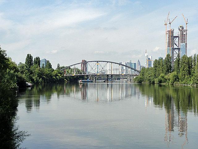 einschwimmen-der-osthafenbrücke-012