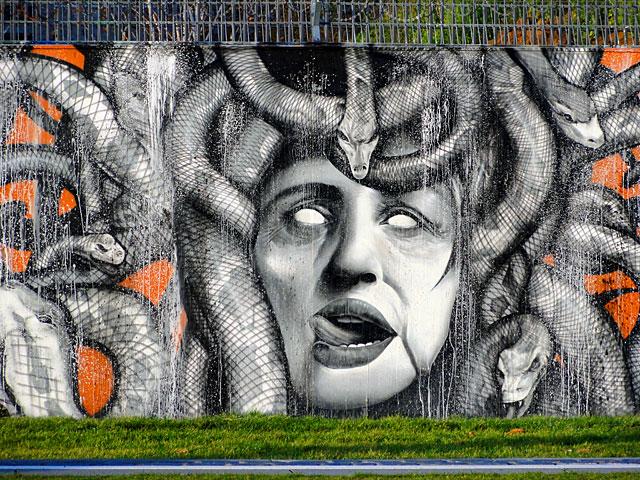 medusa-graffiti-frankfurt-ezb