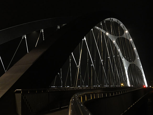 osthafenbrücke-in-frankfurt-am-main-bei-nacht-001