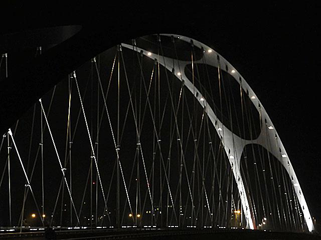 osthafenbrücke-in-frankfurt-am-main-bei-nacht-002