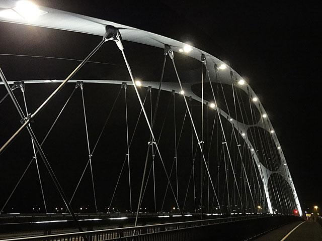 osthafenbrücke-in-frankfurt-am-main-bei-nacht-003