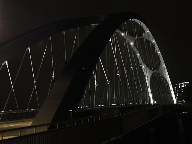 osthafenbrücke-in-frankfurt-am-main-bei-nacht-006