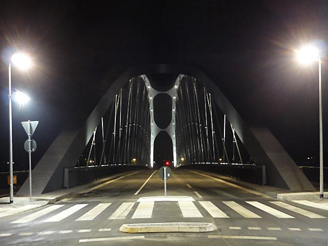 osthafenbrücke-in-frankfurt-am-main-bei-nacht-012