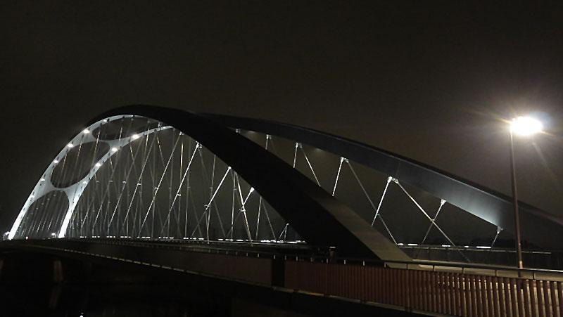osthafnbrücke-in-frankfurt-am-main-bei-nacht-005