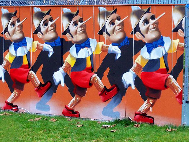 pinocchio-marionetten-graffiti-frankfurt-ezb