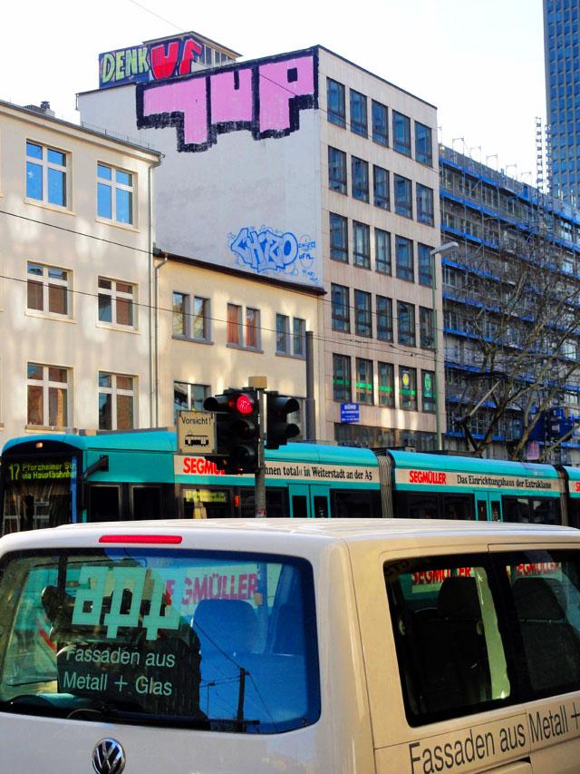 frankfurt-graffiti-rooftop-denk-uf97-1up