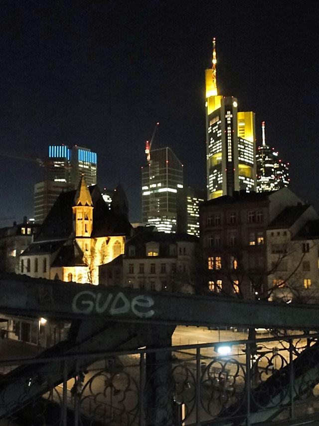 gude-nacht-in-frankfurt-am-main-mit-skylineblick