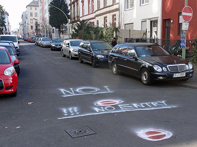 no-entry-frankfurt-nordend-einbahnstraße-1