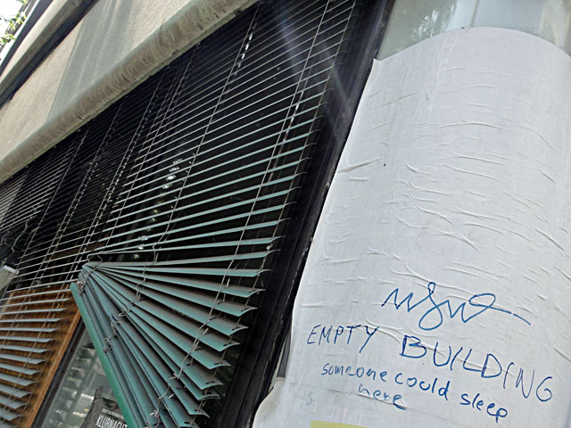 notes-of-frankfurt-notizen-zum-stadtbild-frankurt-empty-building