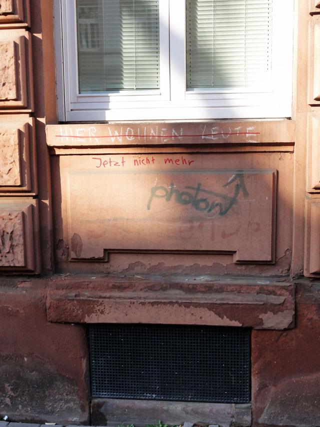 notes-of-frankfurt-notizen-zum-stadtbild-frankurt-hier-wohnen-leute-copyright-beachten