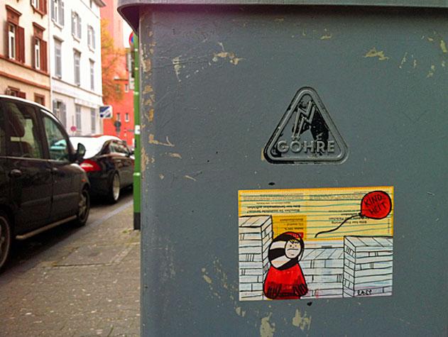 streetart-frankfurt-lancy-kindheit-paketkarte